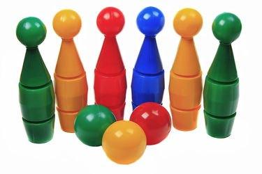 Фото Набор для игры в боулинг 6 Кегель  3 больших шара (5045)