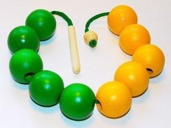 Фото Шнуровка бусы деревянные цветные Счет до 10 желто-зеленые (Д-501)