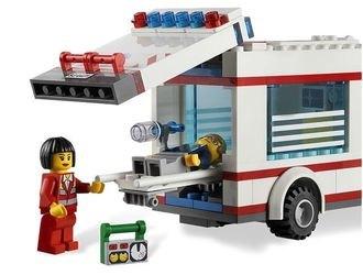 4431  Машина скорой помощи (конструктор Lego City) фотография 4