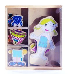 Фото Развивающая игра Одень куклу деревянная на магнитах (5185,5243)