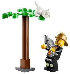 60001 Автомобиль пожарного (конструктор Lego City) фотография 6