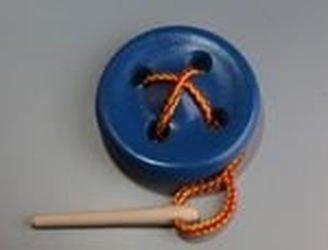 Фото Шнуровка деревянная Пуговица 4 отверстия крашеная  (Ш-021)
